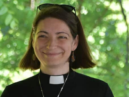 Pastor Viktoria Parvin